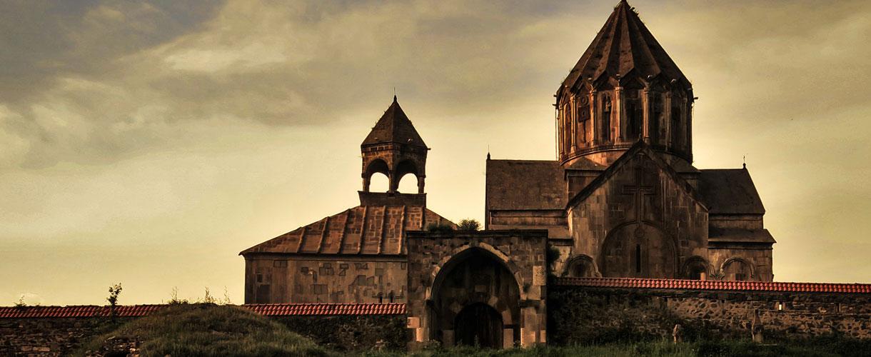 Klasztor Gandzasar to ormiański klasztor położony w Górskim Karabachu niedaleko wioski Vank. Armenia i Górski Karabach: piękno krainy pod Araratem. fot. © Roman Stanek, Barents.pl