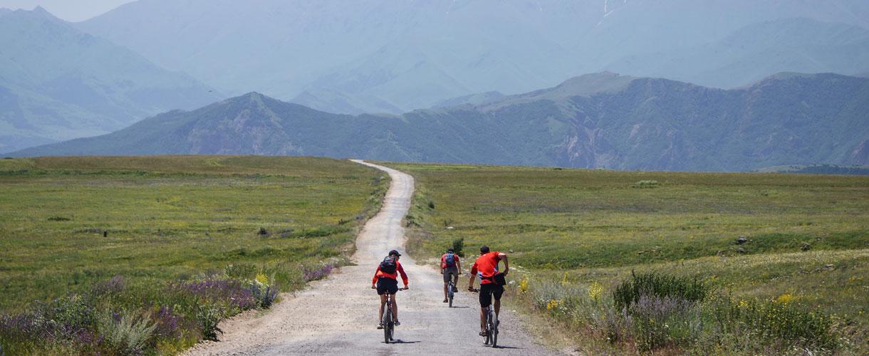 Armenia i Górski Karabach rowerem fot. © Małgosia Busz, Barents.pl