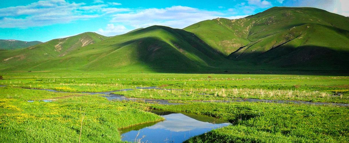 Climb the highest peak of Armenia photo © Zdzisław Obiegała with Barents.pl
