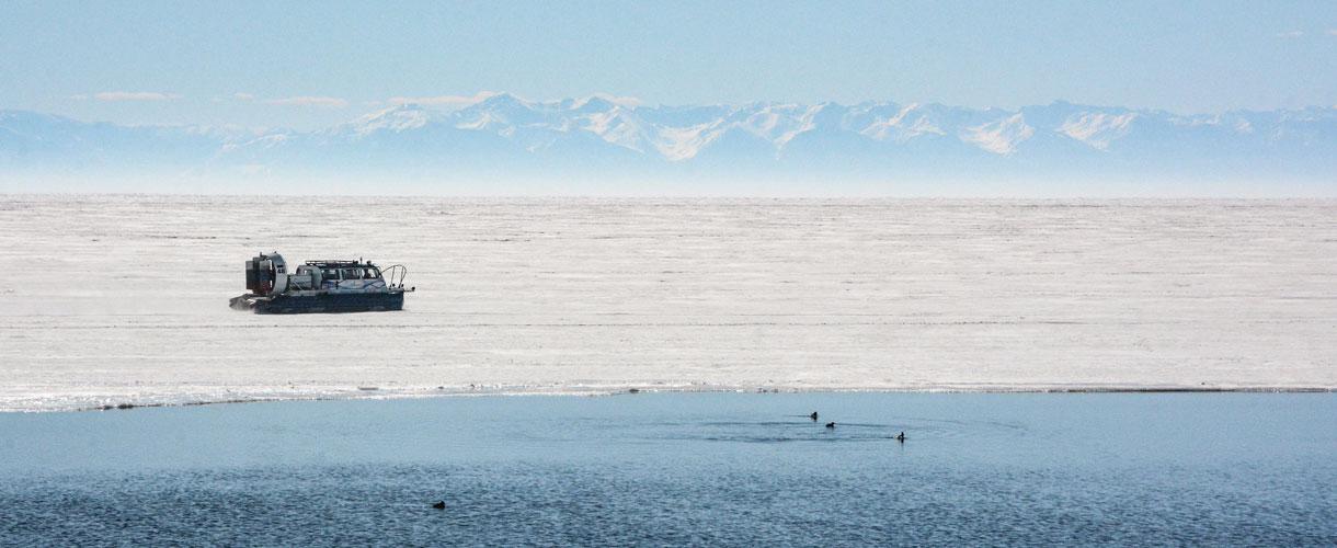 Zimowy Bajkał - wyprawa na lodową Syberię fot. © Ivo Dokoupil, Barents.pl