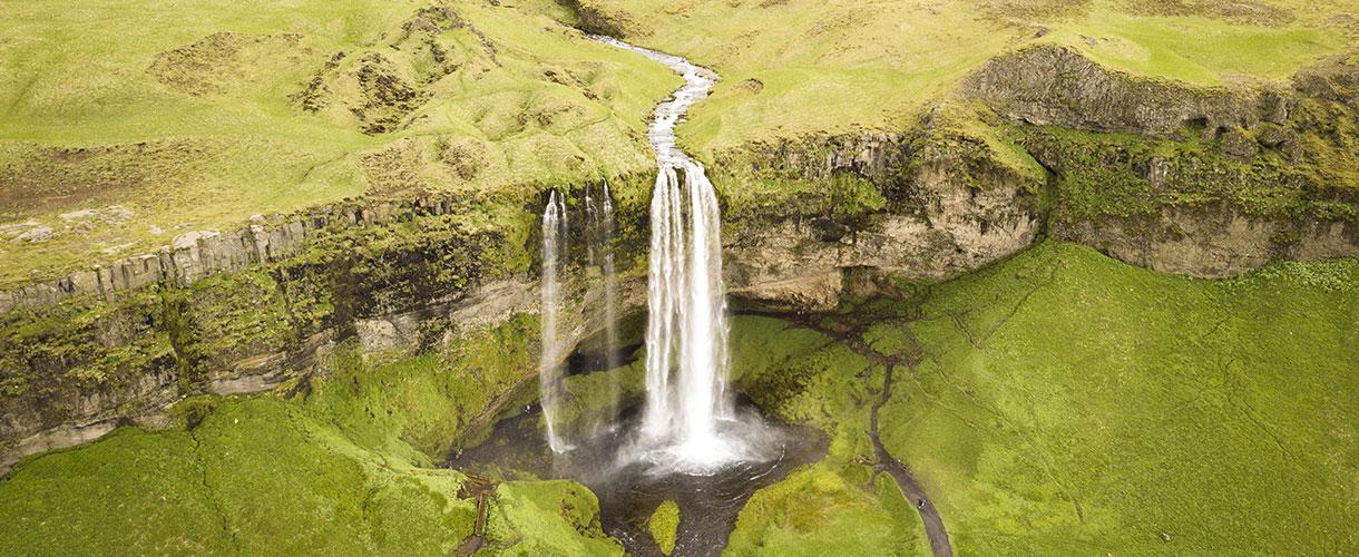 Islandia, trekking przez Półwysep Hornstrandir. Wodospad Seljalandsfoss.