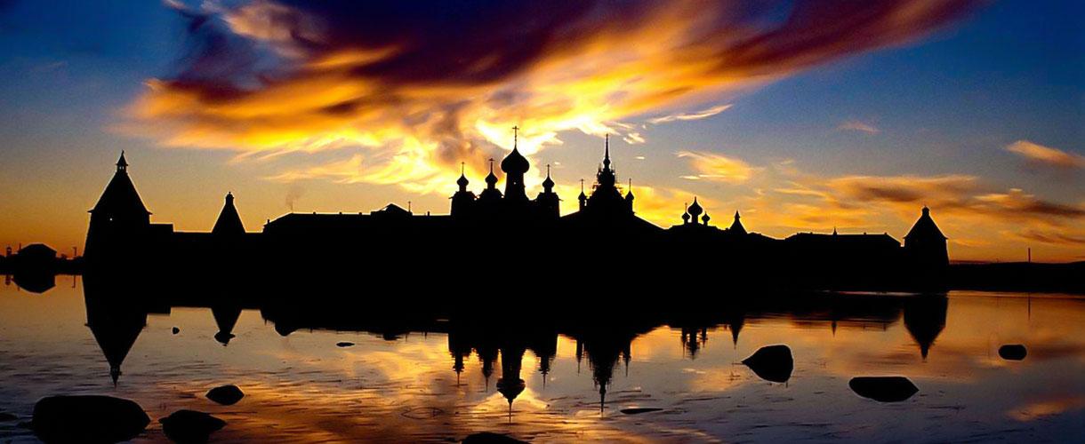 Zachód słońca nad Sołowkami fot. © Ivo Dokoupil, Barents.pl