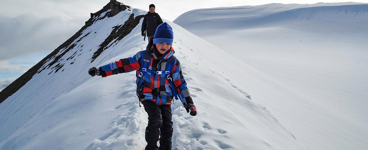 Polarna wyprawa dla dzieci i rodziców. Szymon, 6 lat, trekking na Nordenskjold :-) fot. © Dariusz Kołodziejczyk z Barents.pl