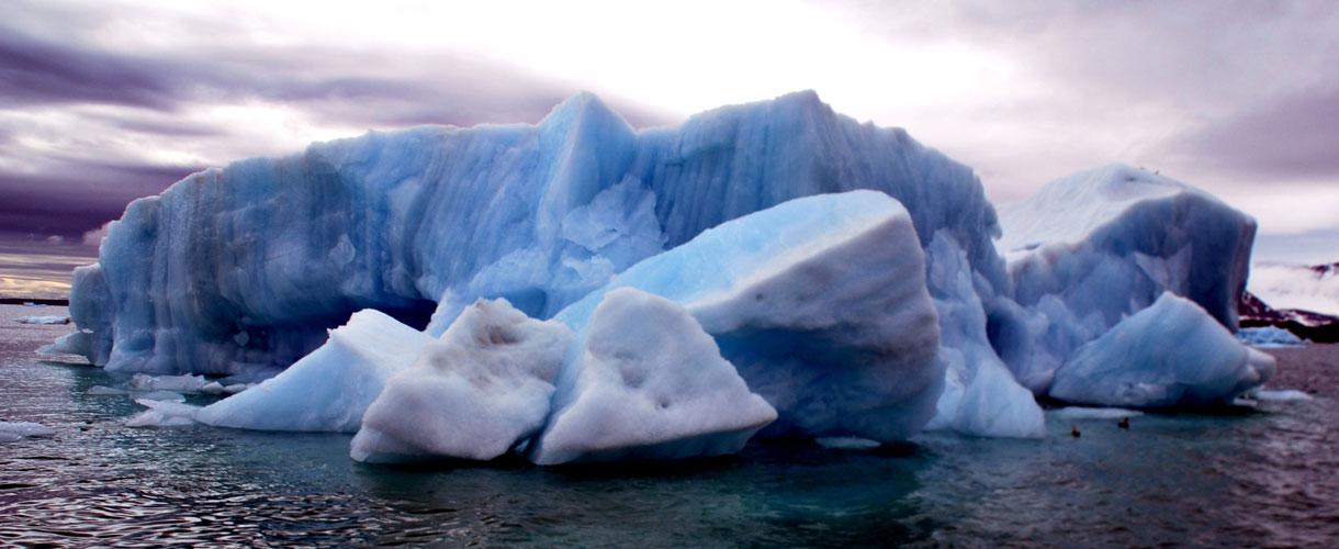 Góra lodowa na Spitsbergenie. Tydzień Na Krańcu Północy. fot. © Roman Stanek, Barents.pl
