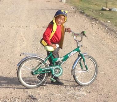 Kirgistan na rowerze: Przejazd przez Tien Szan, dziecko, azja