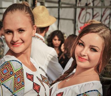 mołdawskie kobiety, piękne mołdawianki, festiwal wina w kiszyniowie, besarabia