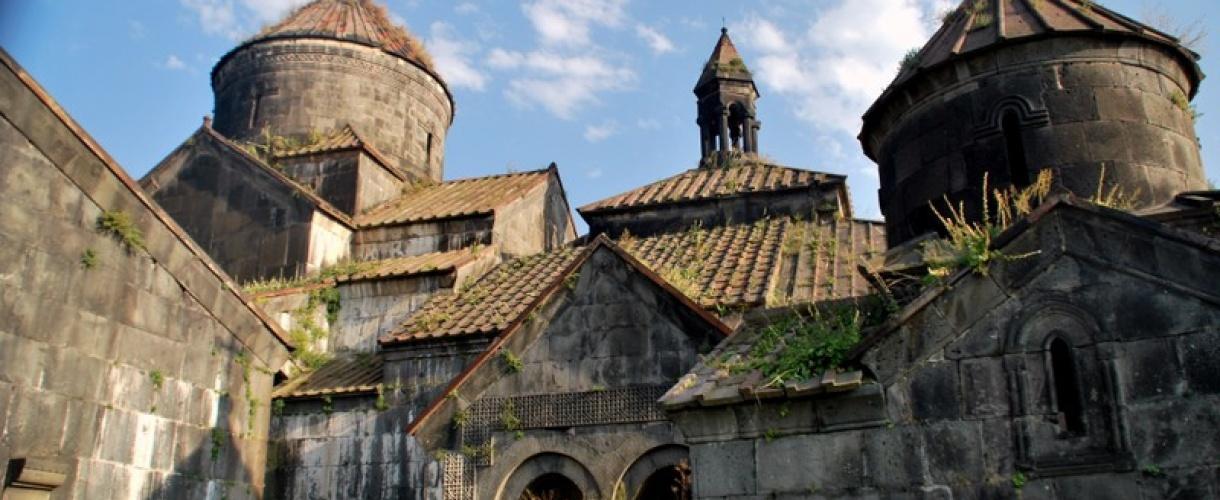 """Monastyr Haghpat (Hagpat / Haghpatavank) to inaczej """"Piękny Klasztor"""". Monastyr jest nadal czynny. Został założony w 976 r. Armenia i Górski Karabach: piękno krainy pod Araratem © Roman Stanek, Barents.pl"""