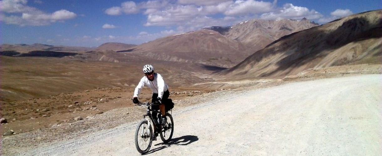 Pamir na rowerze. Wyprawa po Pamir Highway - © Roman Stanek, biuro aktywnych pod