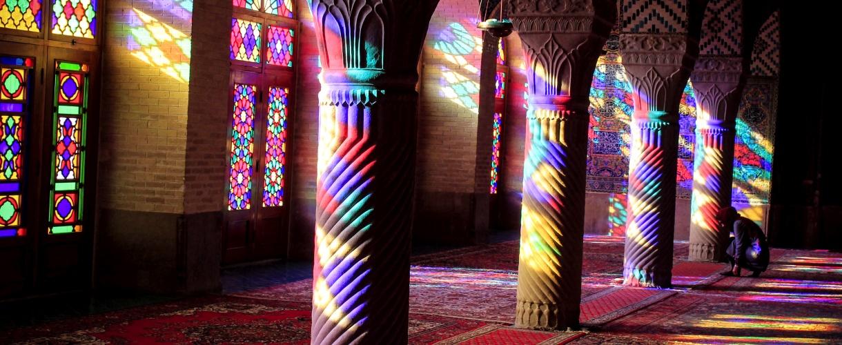 Różowy meczet w Szirazie. Majówka w Iranie © Bartek Krzysztan, Barents 2017