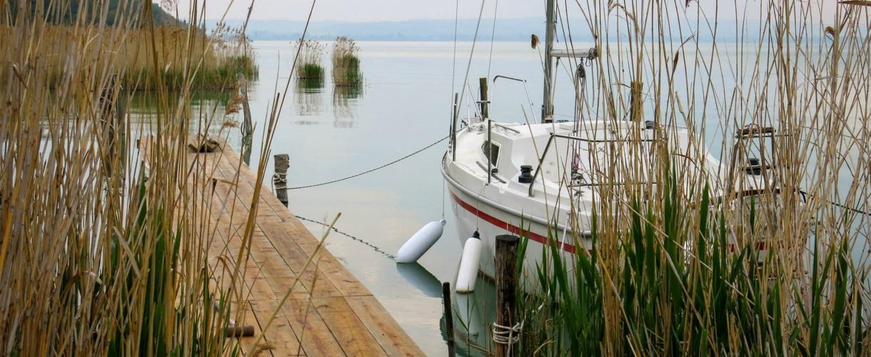 Zapomniany port gdzieś nad Balatonem... Tihany. Rowerem nad Balatonem. Kwiecień 2014 fot. © Roman Stanek, Barents.pl