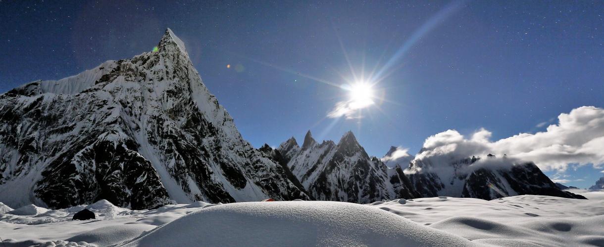 Trekking do bazy pod K2 fot. © Wolfgang Rattay