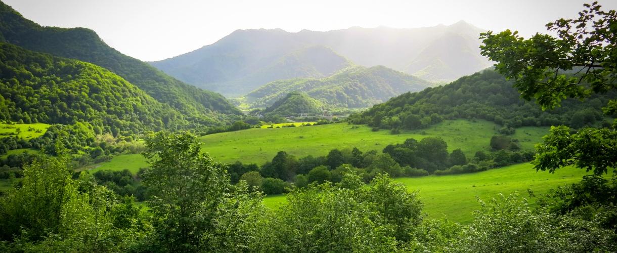 Soczysta zieleń Armenii. Trekking w Armenii, zwiedzanie Erywania i zdobywanie szczytu Aragac. © Roman Stanek, Barents.pl