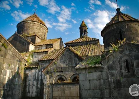 """Monastyr Haghpat (Hagpat / Haghpatavank) to inaczej """"Piękny Klasztor"""". Monastyr jest nadal czynny. Został założony w 976 r. Wycieczka do Armenii. Objazdowe uroki kaukaskiej republiki. © Barents.pl"""