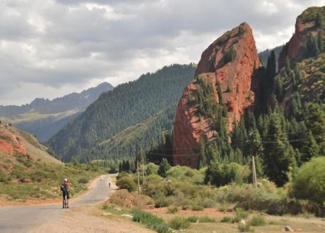 Jety Oguz. Rowerem przez Tien Szan - Góry Niebiańskie w Kirgistanie fot. © Barents.pl