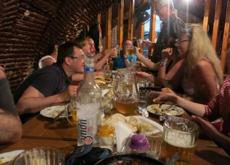 Supry! Rewelacyjna kuchnia i toasty najlepszym gruzińskim winem. Majówka w Gruzji 2014 z Barents.pl fot. © Barents.pl