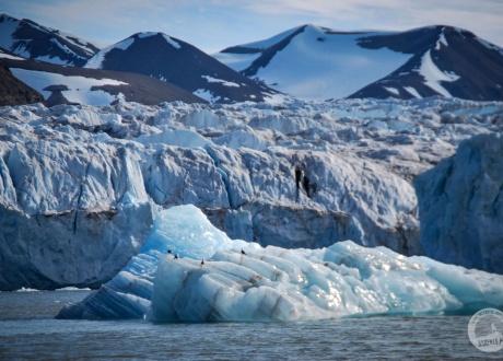 Svalbard: Experience the Arctic © Roman Stanek, Barents.pl