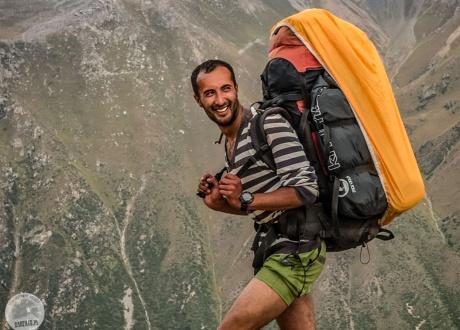 Nasz przewodnik górski i najlepszy kucharz w Kirgistanie - Dastan | Wycieczka: Trekking w Kirgistanie wśród Gór Niebiańskich | fot. © Barents.pl