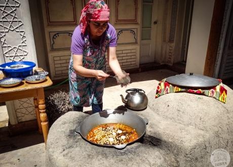 Organizujemy warsztaty gotowania u lokalnych rodzin | Uzbekistan: Wycieczka po Jedwabnym Szlaku | fot. © Alicja Wiśniewska-Kowalewska