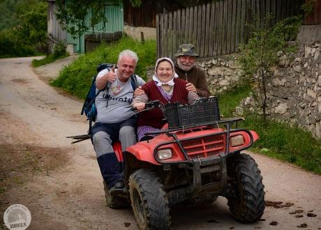 Przedsiębiorcze panie z Banatu - jak trzeba, podwiozą turystów :-) Wycieczka do rumuńskiego Banatu | fot. © Ivo Dokoupil