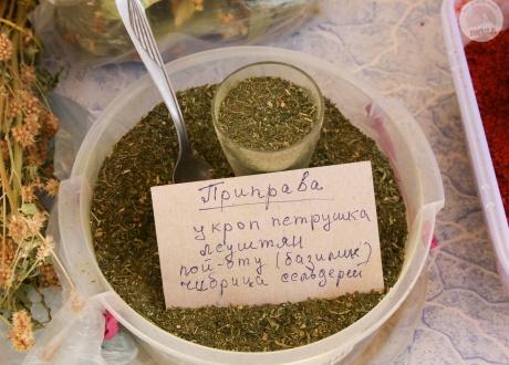 Lokalne herbaty, zioła i przyprawy jako pamiątki z podróży | Mołdawia i Odessa: winnym szlakiem Besarabii | fot. © Marcin Sabaj