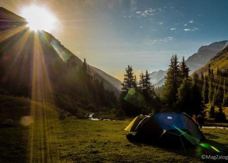 Najpiękniejsze poranki w Tien Szan. Trekking w Kirgistanie fot. © Magda Załoga z Barents.pl