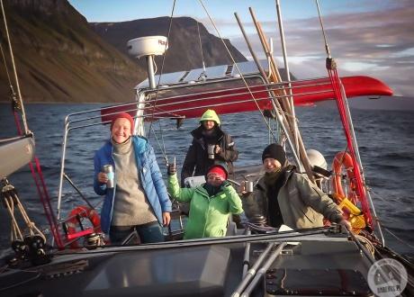 W drodze do Barentsburga. Spitsbergen: Śladami książki BIAŁE z autorką. © fot. Krzysiek Gajder z Barents.pl