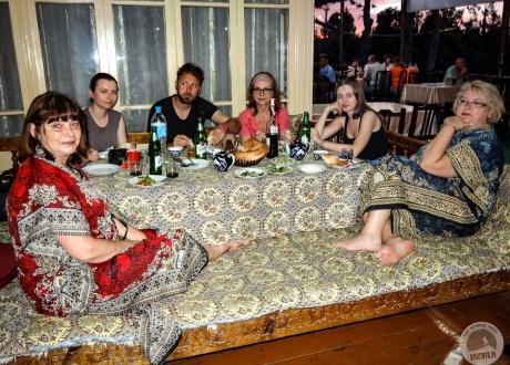 Lunch w barwach Orientu. Majówka w Uzbekistanie fot. © Alicja Wiśniewska-Kowalewska z Barents.pl