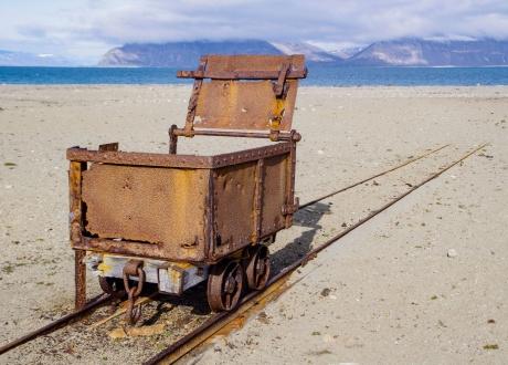 Wagonik kolejki węglowej. Osada Calypsobyen fot. © Małgosia Busz, Barents.pl