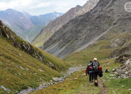 W trasie - dolinami i ku szczytom. Kirgistan w relacji Oli i Piotrka, pilotów Barents.pl