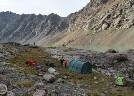 Obozowisko przy Ala Kul. Kirgistan w relacji Oli i Piotrka, pilotów Barents.pl