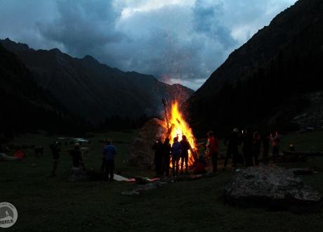 Wieczorne ogniska. Kirgistan w relacji Oli i Piotrka, pilotów Barents.pl