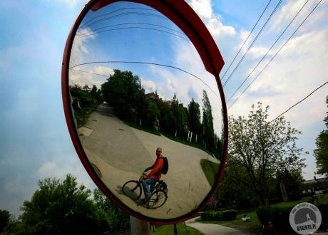 Lustereczko powiec przecie, kto jest najpiękniejszy w świecie? :-) Balatonfüred. Rowerem nad Balatonem. Kwiecień 2014 fot. © Roman Stanek, Barents.pl