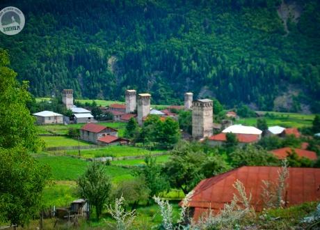 Swanetia, kraina niezrównanej przyrody i tradycyjnych wież obronnych. Majówka w Gruzji © Roman Stanek Barents.pl