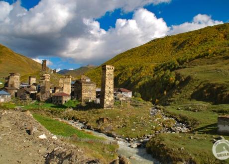 Uszguli, najwyżej położona wioska w Europie. Gruzińskie marzenie. fot. © Barents.pl