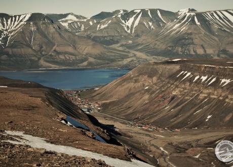 Widok na Longyearbyen © Roman Stanek Barents.pl