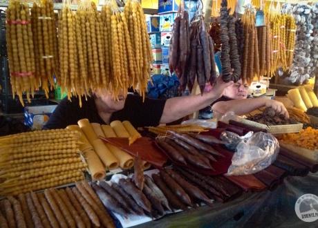 Które będą najlepsze? Churchkhela - gruziński Snickers. Kulinarny wyjazd do Gruzji. W poszukiwaniu najlepszego Chinkali i Chaczapuri © Barents.pl