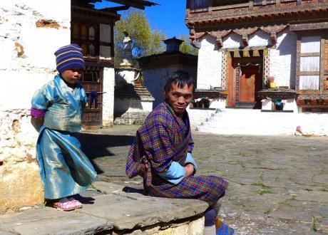 Rodzinnie w Bhutanie :-) Rowerem przez Himalaje: Bhutan. fot. @ James Daly