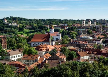 Widok na zielone Wilno. Wycieczka na Litwę: wiejskie życie nad Niemnem fot. © Jacqueline Macou