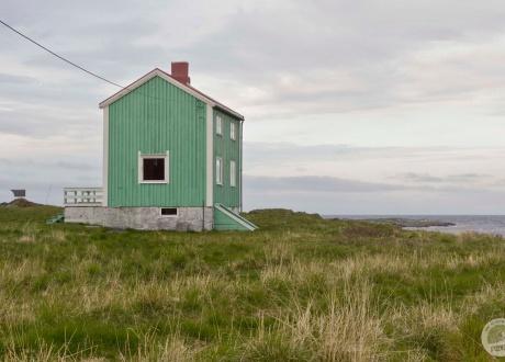 Dom, w którym nikt nie mieszka. Północna Norwegia: HEN. Śladami książki z autorką Iloną Wiśniewską fot. © Ilona Wiśniewska