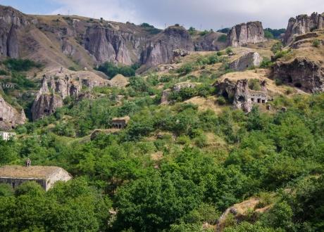 Khndzoresk. Skalne miasteczko. Armenia i Górski Karabach rowerem fot. © M. Busz, Barents.pl