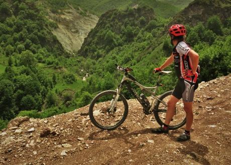 Armenia i Górski Karabach rowerem. Paweł w trasie :-)  © fot. Roman Stanek, Barents.pl